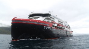 Hurtigruten_MS_Roald_Amundsen_001_hybrid_powered_photo_Hurtigruten.jpg